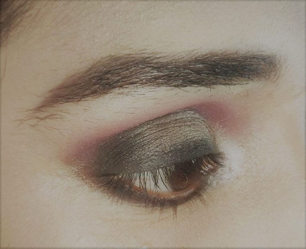 Thick eyeliner look